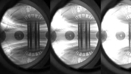 O plasma está confinado dentro do reator com campos magnéticos poderosos