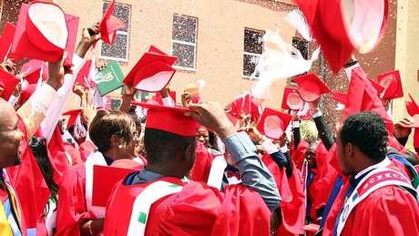 A maioria dos graduados universitários passa anos procurando emprego na Nigéria