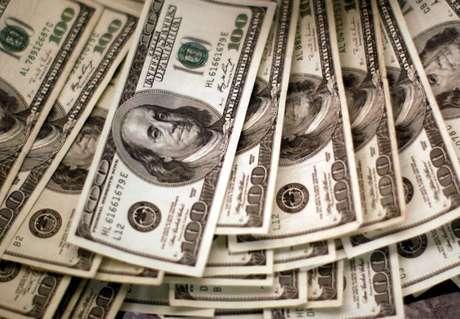 Dólar recua ante real em linha com exterior após alívio de temores sobre aperto monetário 03/11/2009 REUTERS/Rick Wilking