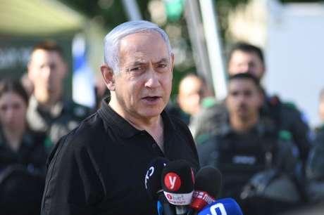 Primeiro-ministro de Israel, Benjamin Netanyahu, na cidade judaica de Lod 13/05/2021 Yuval Chen/Pool via REUTERS