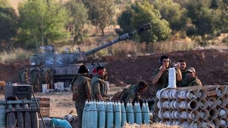 Israel enviou tropas terrestres para a fronteira com Gaza na quinta-feira e iniciou ataques terrestres no dia seguinte