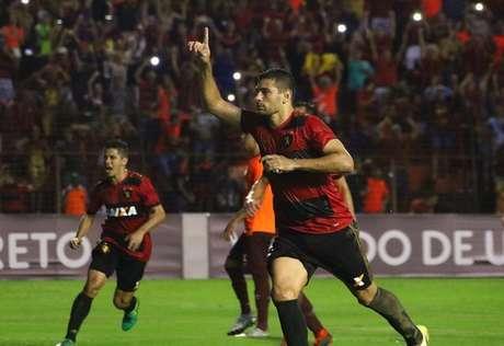 Diego Souza comemorando um gol pelo Sport (Williams Aguiar/Divulgação Sport)