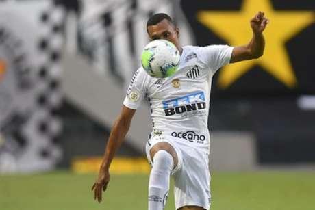 Lucas Braga torce por renovação de contrato com o Santos (Foto: Ivan Storti/SantosFC)