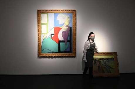 'Mulher sentada junto a uma janela' foi leiloada por US$ 103,4 milhões