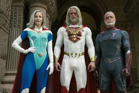 Leslie Bibb, Josh Duhamel e Ben Daniels interpretam super-heróis na nova série da Netflix