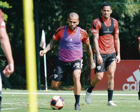 Daniel Alves e Luciano treinaram com bola neste sàbado (Foto: Fellipe Lucena/São Paulo FC)