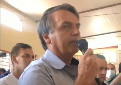 Presidente Jair Bolsonaro discursa a apoiadores em visita ao Centro de Tradições Gaúchas, em Brasília.