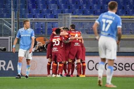 Roma encerrou de jejum de vitórias contra o maior rival (Foto: TIZIANA FABI / AFP)