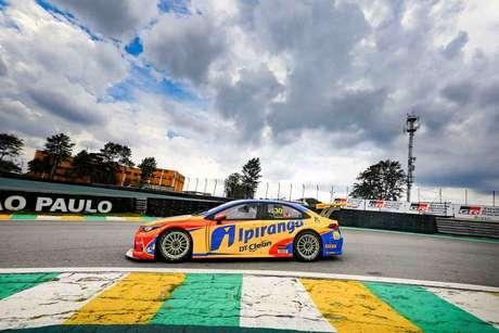 Cesar Ramos abriu o dia na frente em Interlagos