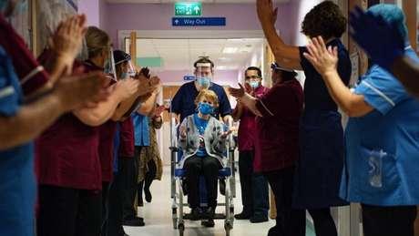 Em 8 de dezembro de 2020, a idosa Margaret Keenan se tornou a primeira vacinada no Reino Unido