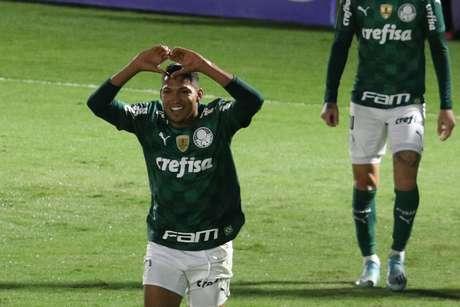 Rony entra, faz o gol e Palmeiras passa às semifinais do Paulistão ao vencer o Red Bull Bragantino