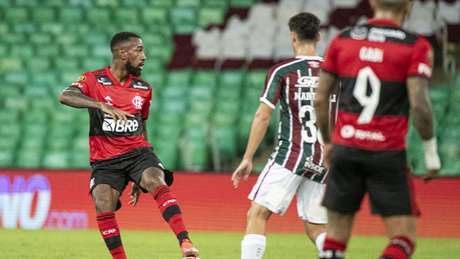 Fla-Flu em ação no Maracanã: tudo igual no jogo de ida da decisão do Carioca (Foto: Alexandre Vidal / Flamengo)
