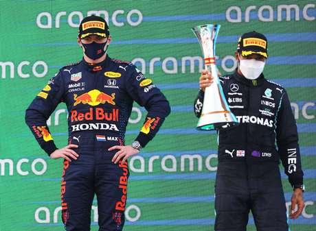 Até mesmo a rival Red Bull se rende a Lewis Hamilton