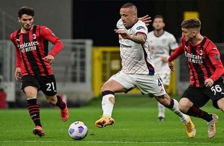 Em casa, Milan só empata com o Cagliari e agora decidirá vaga na Champions em Bergamo (Foto: AFP)