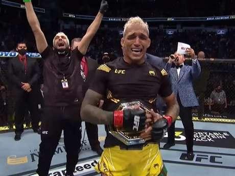 Brasileiro Charles do Bronx é o novo campeão peso-leve do Ultimate (Foto reprodução YouTube UFC)