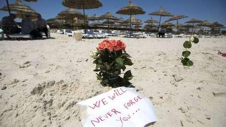 Local do ataque contra turistas britânicos numa praia na Tunísia