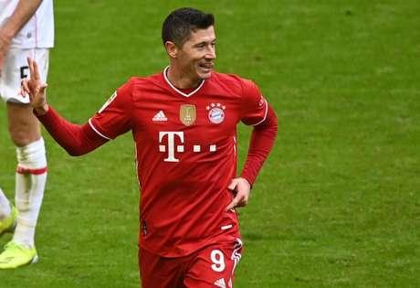 Lewandowski marcou 40 gols na atual edição do Campeonato Alemão (Foto: MATTHIAS BALK / POOL / AFP)