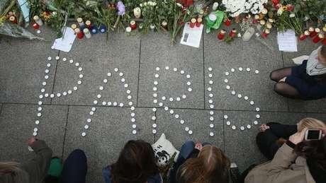Ataques em vários pontos da capital francesa, em 2015, mataram 130 pessoas