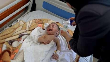 Omar Al-Hadidi, de apenas cinco meses, perdeu a mãe, quatro irmãos, uma tia e quatro primos