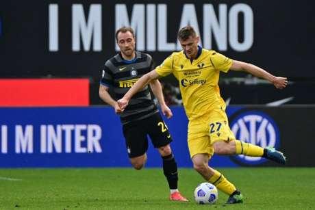 O Verona entra em campo pela reta final do Campeonato Italiano (FOTO: MIGUEL MEDINA / AFP)
