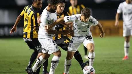 Santos goleou o The Strongest por 5 a 0 no confronto na Vila Belmiro (Foto: Alexandre Schneider / POOL / AFP)