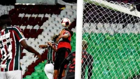 Fla sofreu gol de Abel Hernández no sábado (Foto: Mailson Santana/FFC)