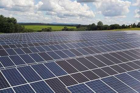 Painéis de energia solar em Porto Feliz (SP)  13/02/2020 REUTERS/Amanda Perobelli