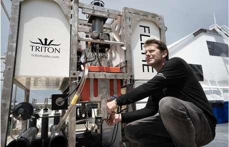 Jamieson ainda está a bordo da nave de apoio