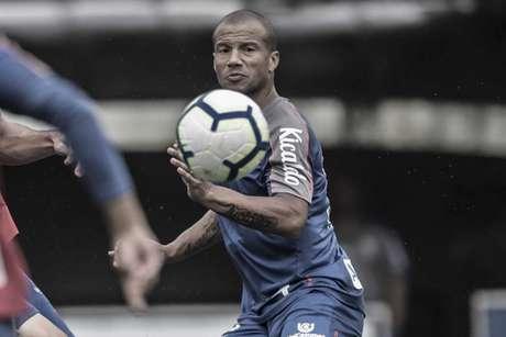 Carlos Sánchez ainda se recupera de uma cirurgia no joelho (Foto: Ivan Storti/SantosFC)