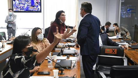 CPI da Covid: senador Ciro Nogueira (PP-PI) discute com a senadora Simone Tebet (MDB-MS). Ao lado, Soraya Thronicke (PSL-MS) e Eliziane Gama (Cidadania-MA)