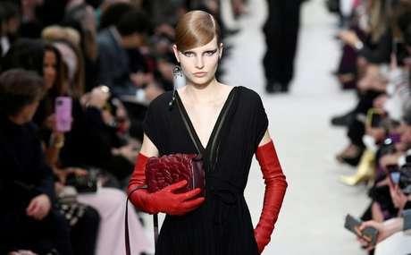 Modelo desfila criação da Valentino na Semana de Moda de Paris 2020/2021 01/03/2020 REUTERS/Piroschka van de Wouw