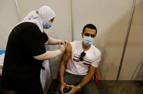 Vacinação no Barein  24/12/2020  REUTERS/Hamad I Mohammed