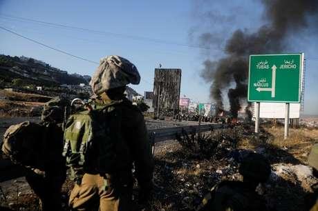 Palestinos protestam em fronteira Israel-Gaza   18/5/2021   REUTERS/Raneen Sawafta