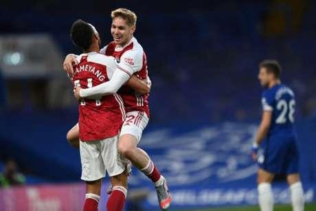 Arsenal vem embalado após vencer o Chelsea (Foto: SHAUN BOTTERILL / POOL / AFP)