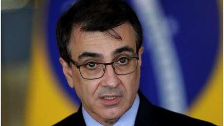 Para especialista, ministro das Relações Exteriores, Carlos França, busca 'filtrar' radicalismo de Bolsonaro