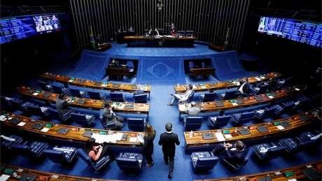 Dos 81 parlamentares em exercício no Senado, apenas 12 são mulheres (menos de 15%)
