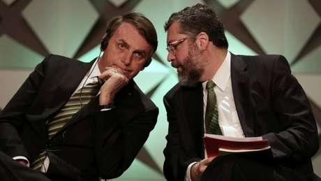 Depois de deixar o governo, Araújo já deixou escapar críticas a Bolsonaro e à base de apoio do presidente no Congresso