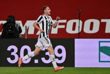 Kulusevski abriu o placar com um belo gol (Foto: MIGUEL MEDINA / AFP)