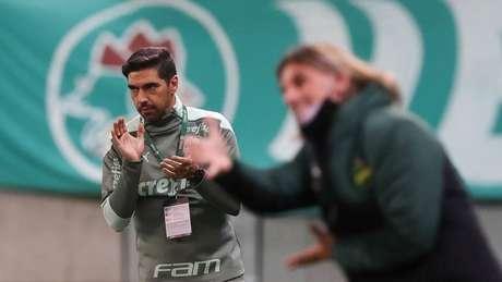 Abel Ferreira em jogo contra a equipe do Defensa y Justicia (Foto: Cesar Greco/Palmeiras)