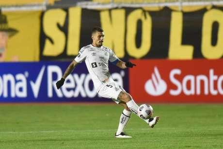 Volante Alison é um dos líderes do jovem elenco santista (Foto: Ivan Storti/Santos FC)