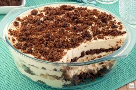 Guia da Cozinha - Receita de pavê de maracujá com cookies de chocolate