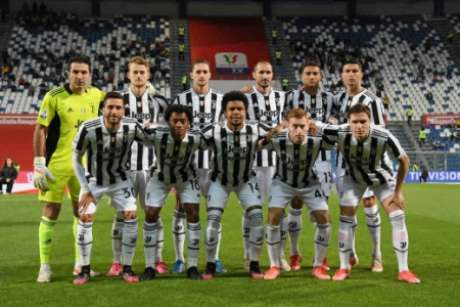 Juventus termina a temporada com dois títulos (Foto: ALBERTO LINGRIA / POOL / AFP)