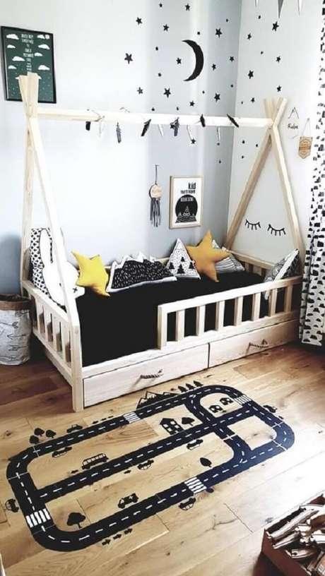 30. As almofadas decorativas infantil estampadas trazem um toque especial para o quarto montessoriano. Fonte: Etsy