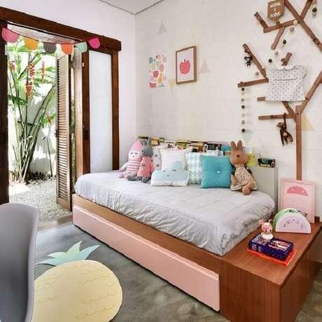 26. Almofadas para quarto infantil com cores, tamanhos e formatos distintos. Fonte: Revista Viva Decora