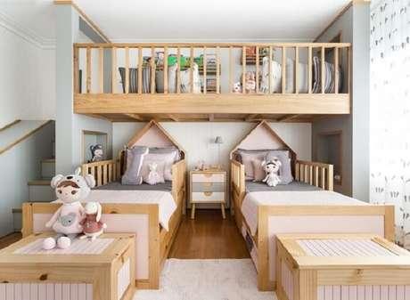 50. Projeto divertido com escorregador e almofadas decorativas para quarto infantil. Fonte: Pinterest