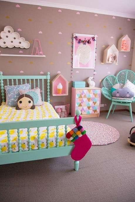 8. A almofada infantil menina decora a cama do dormitório. Fonte: Pinterest