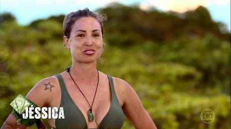 A principal razão para o inchaço no rosto de Jéssica é o ambiente em que se passa o programa