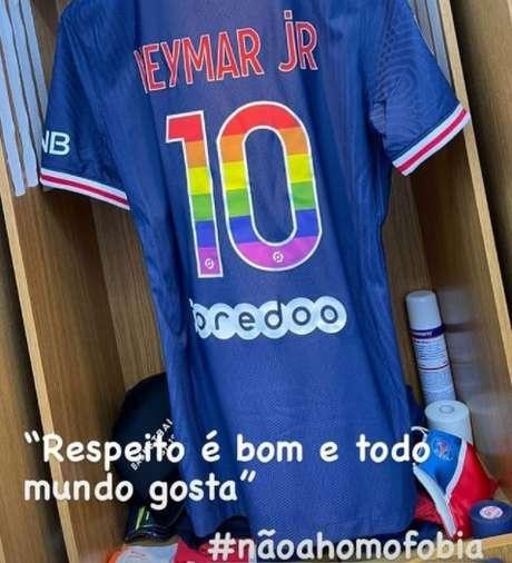 O post de Neymar no Instagram: o jogador que tem amigos gays está sendo acusado de homofobia