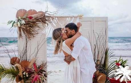 """""""Eu sei que escolhi o homem certo para amar"""", postou Deolane sobre o casamento. """"Eu te amo"""", comentou MC Kevin"""