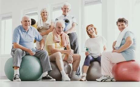 Exercícios para idosos: 5 movimentos simples de fazê los em casa